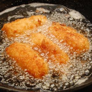 冷凍のまま油で揚げるだけで、簡単に美味く出来上がり♪